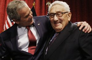 Kissinger e Bush