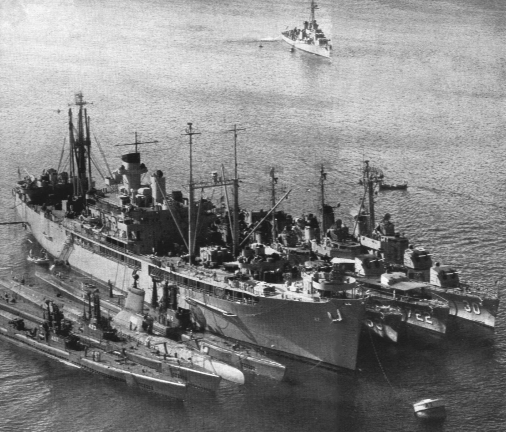 uss_yellowstone_ad-27_at_augusta_bay_with_submarines_and_destroyers_in_1950